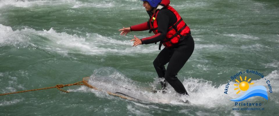 Surfen auf der Möll am Surfbrett