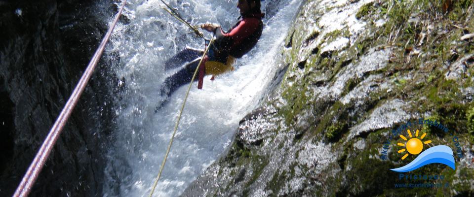 Wasserkraft am eigenem Körper spüren beim Canyoning